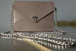 Дамская-сумочка-конверт